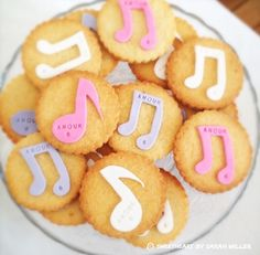 Sables Violetta decorated cookies