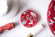 Sur mon blog beauté, Needs and Moods, je vous présente la collection Noël 2017 Paul & Joe Beauté, Soirée Champagne. Rouge à lèvres au raisin chat, blush éclat, trousse imprimée, crème pour les mains…  https://www.needsandmoods.com/paul-joe-beaute-noel-2017/  #PaulandJoe #PaulAndJoeBeaute #Maquillage #Makeup #lipstick #Blush #Noel #Blogbeaute #BlogueuseBeaute #BeautyBlog #BeautyBlogger #BBlog #BBlogger #Makeupaddict #catlover #catlovers #CrazyCatLady