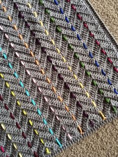 The best way to stay warm but fashionable is to get a chevron crochet blanket. A chevron crochet blanket is a timeless graphic pattern that is consist. Chevron Crochet Patterns, Crochet Motifs, Crochet Blanket Patterns, Crochet Stitches, Knitting Patterns, Freeform Crochet, Crochet Zigzag, Baby Afghan Patterns, C2c Crochet
