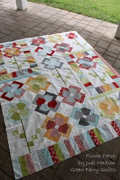 Flower Patch QAL Quilt Top Finished!!: