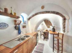 Greek island charm! Kitchen Interior, Home Interior Design, Exterior Design, Interior And Exterior, Island Villa, Tropical Interior, Greek House, Village Houses, Eco Friendly House