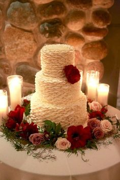nice 42 Simple Rustic Winter Wedding Cakes Ideas http://viscawedding.com/2017/11/13/42-simple-rustic-winter-wedding-cakes-ideas/