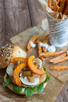 Vegetarischer Herbstburger mit Kürbis und Ziegenkäse und Süßkartoffelpommes Rezept Feed me up before you go-go