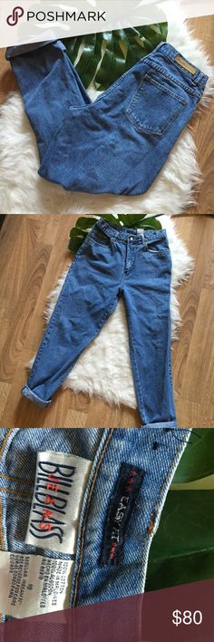 RETRO VINTAGE 90s BILL BLASS BOYFRIEND JEANS Early 90s late 80s maybe Bill Blass jeans! Fits like a modern size 8/10. I'm a 6/8 and they're a little too big for my liking. These are AMAZING CONDITION & good Bill Blass jeans are hard to come by! Reasonable offers accepted, offer your best price and let's make you a deal! I'm 6ft and they're a bit short on me Vintage Jeans Boyfriend
