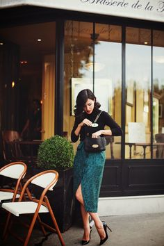 Prim and Proper: Nicole Warne Gary Pepper Girl in Paris Gary Pepper Girl, Valentinstags Outfits, Fashion Outfits, Fashion Tips, School Outfits, French Fashion Bloggers, Green Outfits, Office Outfits, Skirt Fashion