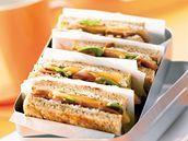 Čtvercové sendviče se sušenou šunkou