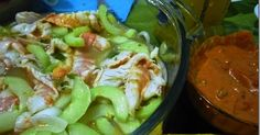 Shrimp in agua chile sauce Mexican Snacks, Mexican Dishes, Mexican Food Recipes, Ethnic Recipes, Tacos Y Mas, Seafood Recipes, Cooking Recipes, Ceviche Recipe, International Recipes