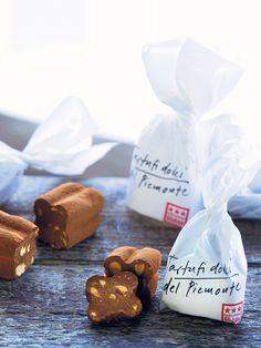 #globus #savoirvivre #departmentstore #store #tartufi #piemonte Place Cards, Place Card Holders, Sweet, Food, Globe, Candy, Essen, Meals, Yemek