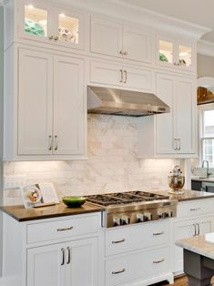 View these beautiful white Shaker cabinets paired with a dreamy marble kitchen b. - View these beautiful white Shaker cabinets paired with a dreamy marble kitchen b…, - Kitchen Cabinets And Backsplash, Shaker Style Kitchen Cabinets, White Shaker Cabinets, Shaker Style Kitchens, Kitchen Cabinet Styles, Home Kitchens, Backsplash Tile, Kitchen Cabinets With Glass Doors On Top, Inexpensive Kitchen Cabinets