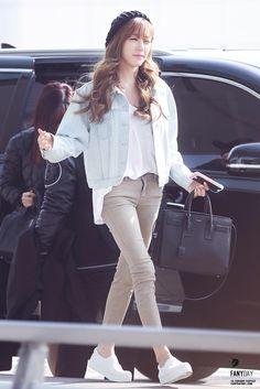 SNSD Girls Generation Tiffany Hwang fashion airport