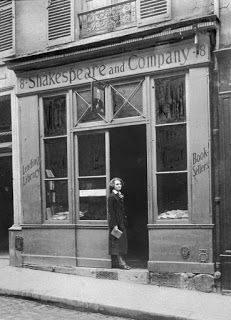 Articles and more.... Storie, racconti, recensioni ... : Let's Help Shakespeare And Company! F Scott Fitzgerald, James Joyce, Ernest Hemingway, Shakespeare And Company Paris, Paris 1920s, Portraits, So Little Time, Beach Hotels, Old Photos