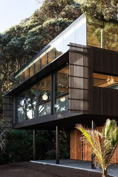 Kawakawa House Piha by Herbst Architects Jorge Luis Borges Design clothing fashi. - Kawakawa House Piha by Herbst Architects Jorge Luis Borges Design clothing fashion designer my desi - Architecture Design Concept, Architecture Résidentielle, Amazing Architecture, Contemporary Architecture, Architecture Portfolio, Computer Architecture, Architecture Colleges, New Zealand Architecture, Enterprise Architecture