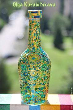 Glass Bottle Crafts, Wine Bottle Art, Painted Wine Bottles, Mosaic Bottles, Mosaic Vase, Glass Painting Designs, Glass Wall Art, Bottle Painting, Glass Ceramic