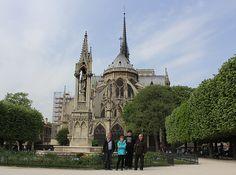 Parvis de Notre-Dame w Paris, Île-de-France http://akwa-mania.mud.pl/wystawy/paryzdiscus15/paryzdiscus15.html