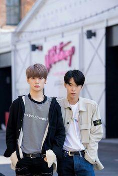 Taeyong, K Pop, Stupid Guys, Nct Doyoung, Korean Couple, Boy Pictures, Jung Jaehyun, Jaehyun Nct, Cute Anime Pics