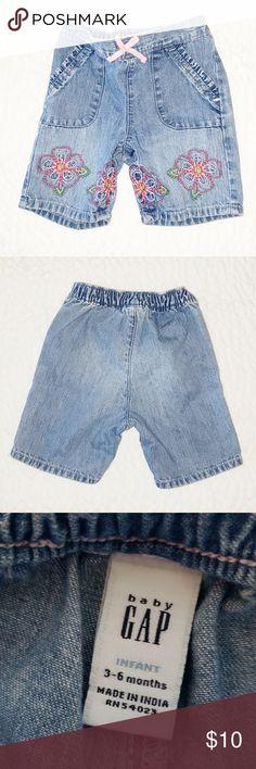 Baby Gap girl soft denim shorts embroidered pockets elastic waistband 3-6 m NWT
