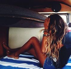 boat bunkbeds -- black grunge tee and jeans shorts