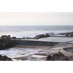 Il mare d'inverno #ocean #alvarosiza #swimmingpool #architecture #porto by nube_