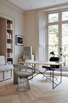 Home office design - Friday Inspiration Summer Come Faster! – Home office design Guest Room Office, Home Office Space, Home Office Decor, Home Decor, Office Ideas, Home Office Colors, Home Office Lighting, Office Setup, Desk Office