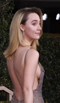 Saoirse Ronan Sexy Braless Side-Boob at Annual Golden Globe Awards in Beverly Hills Instagram Girls, Instagram Models, Instagram Makeup, Isabelle Drummond, Beautiful Female Celebrities, Anna, Revealing Dresses, Golden Globe Award, Sexy