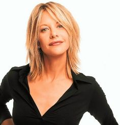 Simple, but chic hairstyles that are the sort of hairstyles that Meg Ryan always wears for any haircut she's. That's why many women take her as a role model. Meg Ryan Haircuts, Meg Ryan Hairstyles, Shaggy Bob Hairstyles, Chic Hairstyles, Straight Hairstyles, Layered Haircuts For Medium Hair Choppy, Black Hairstyles, Bangs With Medium Hair, Medium Length Hair With Layers