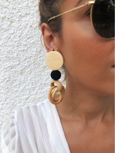 Wood earrings in brown color in a unique boho design. Boho Designs, Wood Earrings, Handmade Products, Earrings Handmade, Women's Accessories, Color, Jewelry, Jewlery, Wooden Earrings
