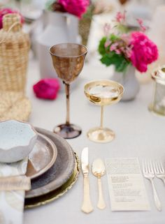 Fuchsia and gold #wedding table setting