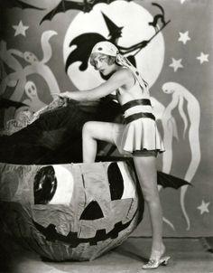 Esther Ralston <3 1920's Vintage Halloween
