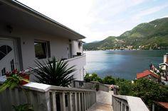 Montenegro Tivat Lepetane'de mükemmel deniz manzaralı tek odalı daire  One-room apartment in Montenegro Tivat Lepetane with excellent sea view