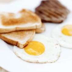 Try these low calorie breakfast ideas that are all delicious meals under 300 calories that you can eat to lose weight or stay slim. Healthy Diet Meal Plan, Healthy Diet Snacks, Diet Meal Plans, Low Calorie Breakfast, Eat Breakfast, Breakfast Ideas, Lowest Carb Bread Recipe, Low Calorie Recipes, Calorie Diet