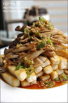 ~~두부버섯샐러드~~ - Tasteful dish of Moonseongil :: Try to eat common ingredients ~~ Tofu mushroom salad ~~ K Food, Good Food, Yummy Food, Korean Side Dishes, Asian Recipes, Healthy Recipes, Korean Food, Food Design, Food Plating