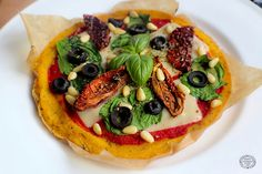 Sheesy Sun-Dried Tomato & Olive Vegan Pizza - vegan / DF / GF. Bute Island.