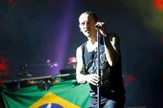 Morre Chester Bennington, líder do Linkin Park; suspeita é de suicídio - 20/07/2017 - Ilustrada - Folha de S.Paulo