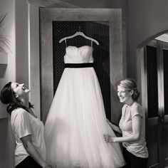 This might be one of our all time favorite getting ready photos. #tahoewedding #truckeewedding @tahoedonnerassociation @pronovias  #pronoviasbride Photo: @pokenstien    #Regram via @tahoeunveiled