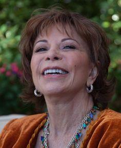 A escritora Isabel Allende Latina, Social Equality, Feminism, Authors, Writers, Literatura