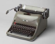 Maquina de escribir en la que hacía mis prácticas de mecanografía.