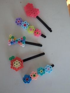 アイロンビーズでもっと遊ぼう!お洒落で可愛い雑貨に変身させる、とっておきの活用術♪ - Weboo Diy Perler Beads, Perler Bead Art, Pearler Beads, Fuse Beads, Melt Beads Patterns, Quilling Patterns, Beading Patterns, Bead Crafts, Diy And Crafts