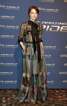 Emma Stone veste Valentino, tapete vermelho