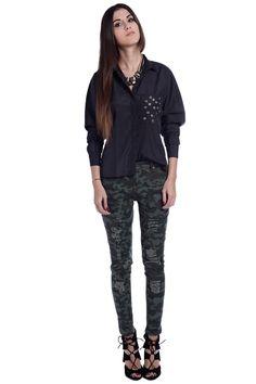 Black shirt with embellished pocket - 29,90 € - q2.com.es