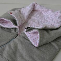 Fusak jarní Outlast®, 1100, i do autosedačky, lze rozložit na deku, zapnutím druků vytvoříme otvory pro ručičky a límec kolem krčku, detail