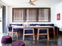Sala de jantar com mesa comprida Designer: Piet Boon