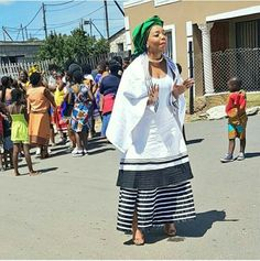 I love Xhosa Traditional Wear outfit for south african Female Celebrities' African Fashion Styles and Outfits… African Fashion Designers, Latest African Fashion Dresses, African Print Dresses, African Print Fashion, Africa Fashion, African Dress, Xhosa Attire, African Attire, African Wear