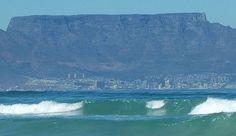 Tafelberg - De tafelberg maakt Kaapstad zo bijzonder. Lees het verhaal over deze bijzondere berg. Waves, Outdoor, Outdoors, Ocean Waves, Outdoor Games, The Great Outdoors, Beach Waves, Wave