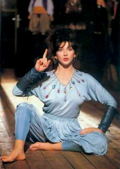 miss-vanilla: Kate Bush performing Suspended in Gaffa Music Icon, Her Music, Divas, Great Minds Think Alike, Beautiful People, Beautiful Women, Stanley Kubrick, Female Singers, Celebs
