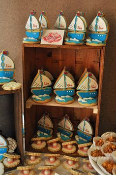 Sailboat and Oyster Cookies for a nautical-themed party Summer Cookies, Fancy Cookies, Cute Cookies, Cupcake Cookies, Brownie Cookies, Cookie Favors, Flower Cookies, Heart Cookies, Valentine Cookies