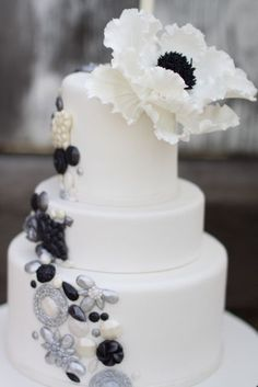 Awesome. I love the sugar jews and big flower as the topper. I want to learn to make all of this.