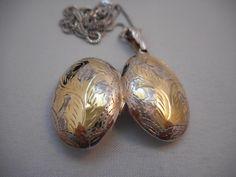 Vintage Signed 925 Sterling Silver Vermeil Embellished Etched Locket & Chain/Pendant/Necklace
