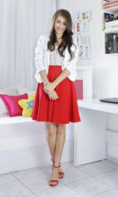 Blog: http://www.byanak.com.br/2016/12/projeto-12-cores-vermelho.html  Instagram: https://www.instagram.com/byanak/  #saia #Skirt #red #vermelha #blazer #branco #white #blusa #tshirt #listras #stripes #sandals #sandalias #pinkbasis #amiclubwear #shoes #quarto #decoração #Bedroom #decoration #decor #room