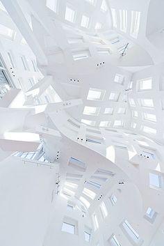 Arquitetura: detalhe de obra do arquiteto Frank O. Gehry
