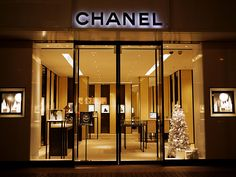 New Jewerly Shop Facade Store Fronts Ideas Jewellery Shop Design, Jewelry Shop, Shop Facade, Retail Facade, Chanel Store, Shops, Shop House Plans, Shop Icon, Shop Fronts